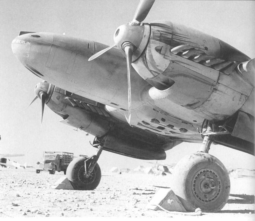 Me110E2Trop-ZG26-Captured-British-Forces-Libya1942-65.jpg (82K)